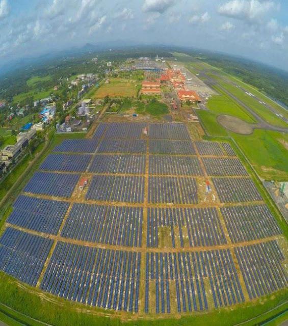 Hình ảnh các tấm pin năng lượng mặt trời tại sân bay Cochin, Ấn Độ.