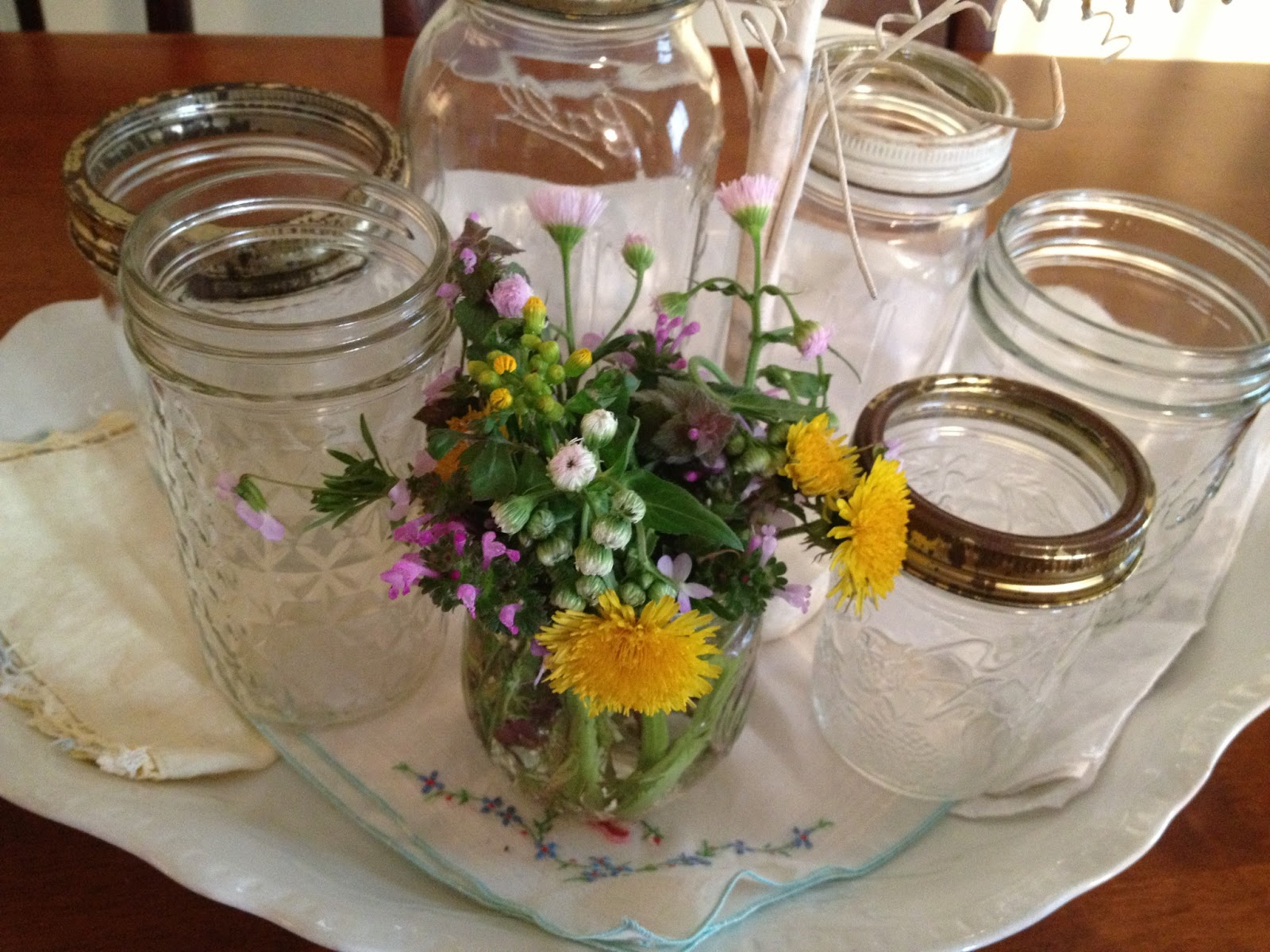 Locket in my Pocket: Farmhouse Centerpiece {with weed flower bouquet