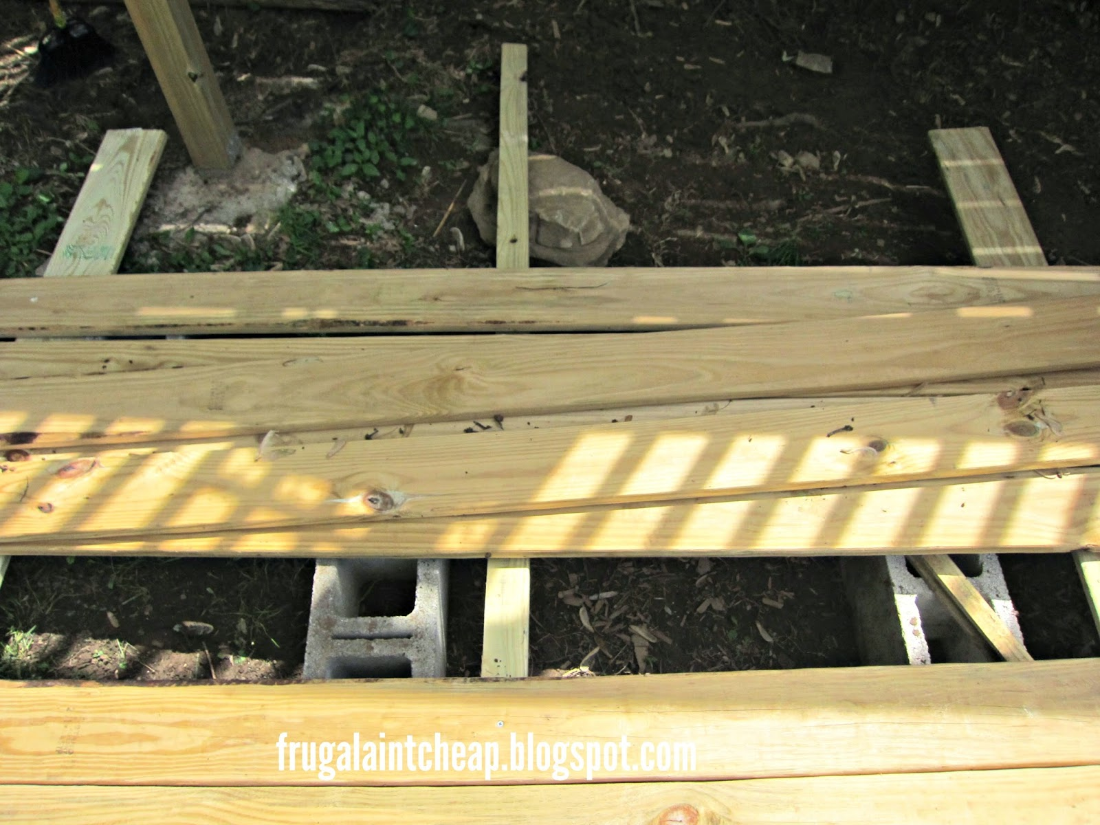 Frugal ain 39 t cheap diy floating deck for Cheapest place for decking boards