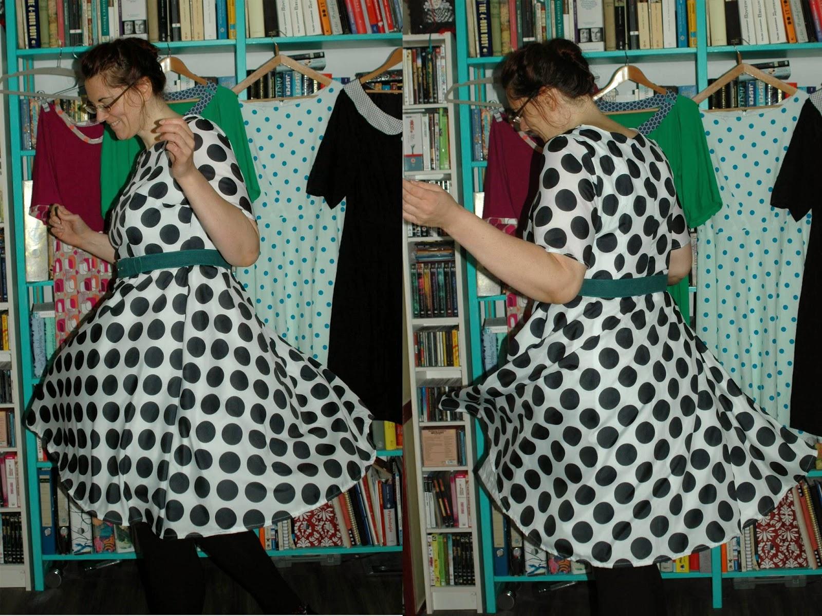 http://morvenshandmades.blogspot.de/2014/09/ginormous-polkadots-dress.html
