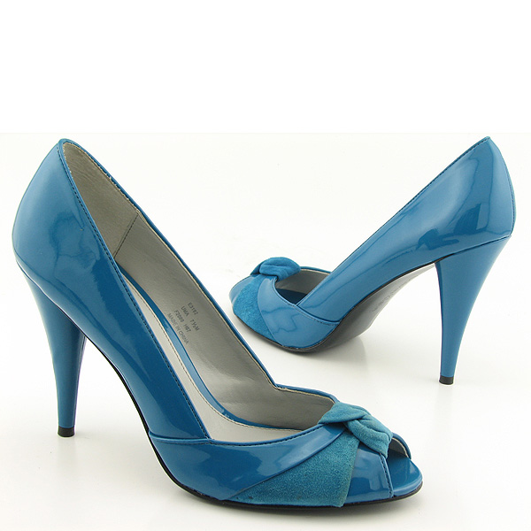The sophisticated blue wedding shoes eye catching for Blue shoes for wedding dress