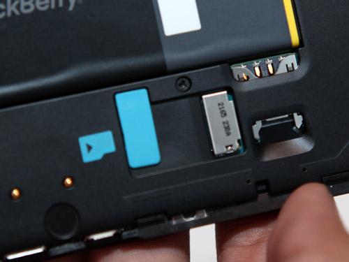 BlackBerry Dev Alpha B has a micro SD memory card slot, RIM said the 16 GB internal memory and 1 GB RAM.