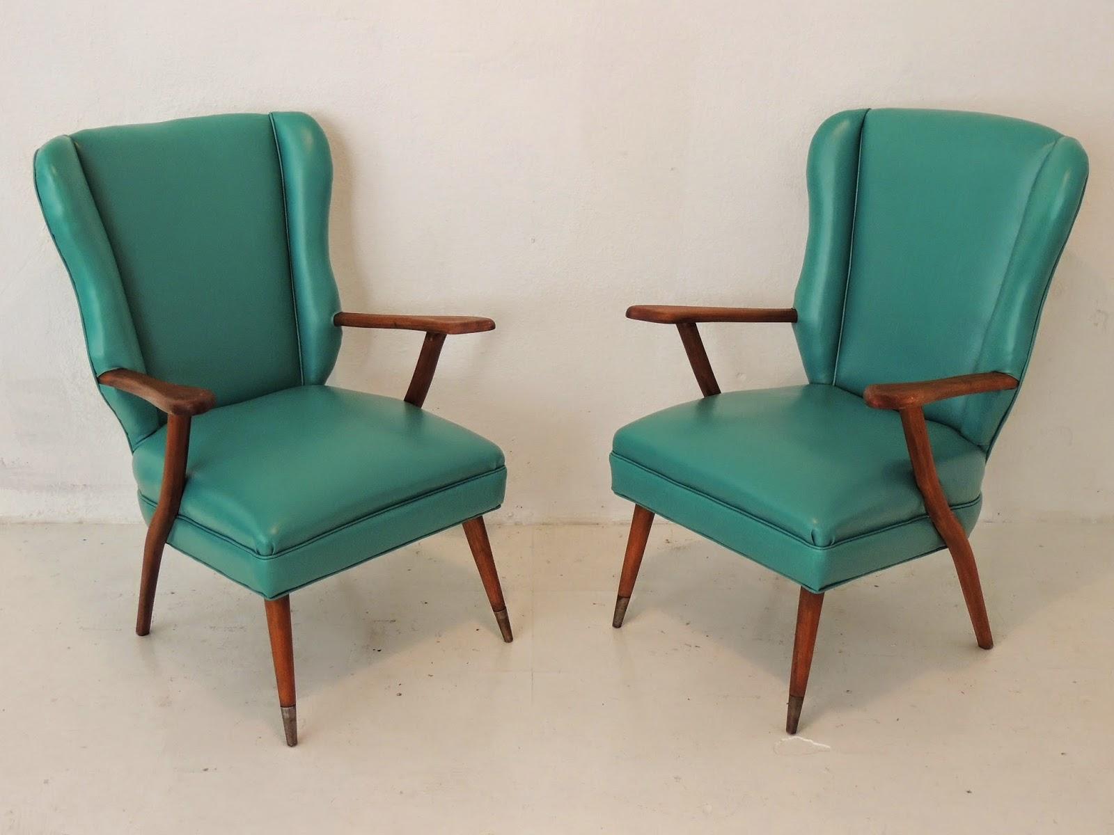 Antiguo par de sillones escandinavos en madera tapizados for Sillones antiguos tapizados
