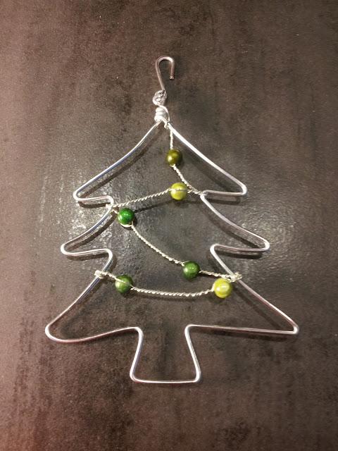 http://www.alittlemarket.com/accessoires-de-maison/fr_decoration_de_noel_sapin_argent_teintes_de_vert_-16581528.html