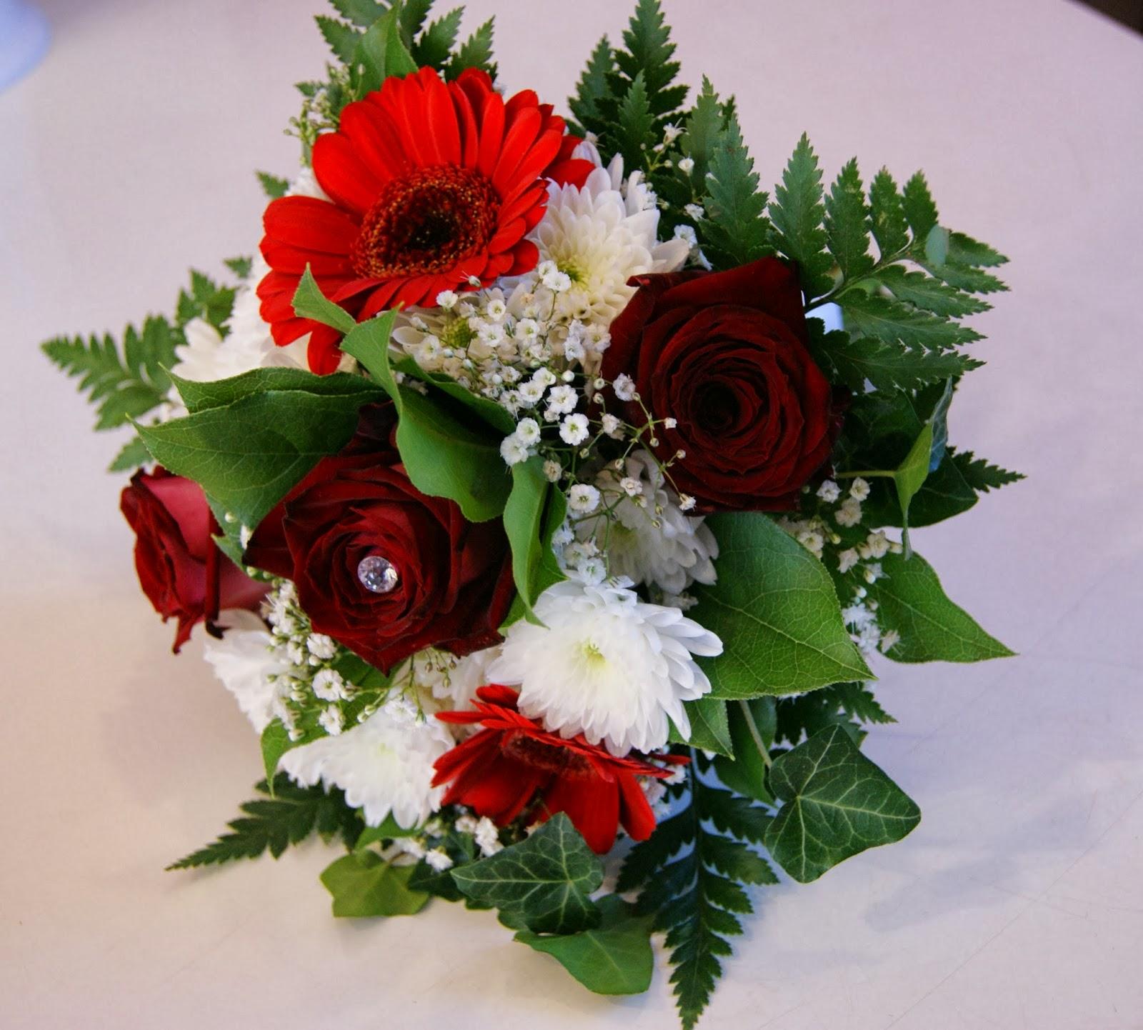 ☆Des Magnolias sur ma voie lactée☆: Petit bouquet demoiselle honneur rouge/blanc