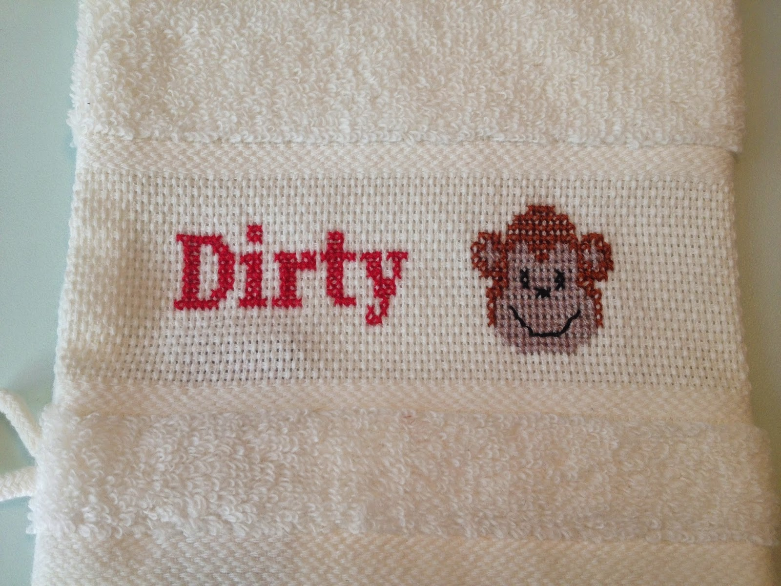 Vaskehandske med sjovt kortsstingsbroderi. Dirty monkey. Gratis mønster.