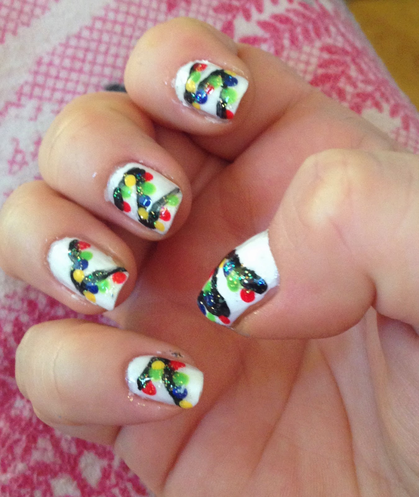 Christmas Light Nails: Beauty Should Only Take 10 Minutes