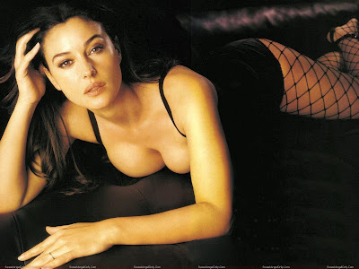 monica_bellucci_hot_wallpapers_fun_hungama_forsweetangels.blogspot.com