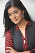 Yamini bhaskar glam pics-thumbnail-11