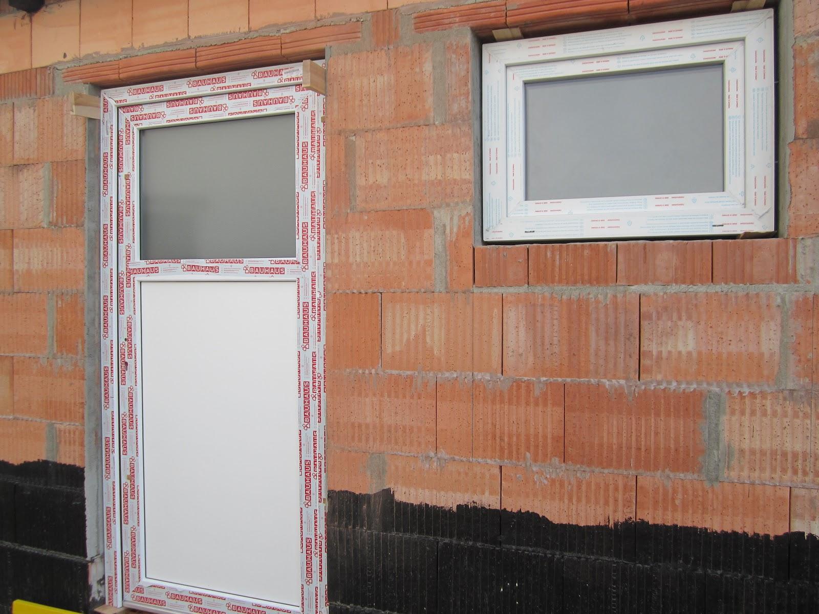 unser hausbau garage in eigenleistung einbau von fenster. Black Bedroom Furniture Sets. Home Design Ideas