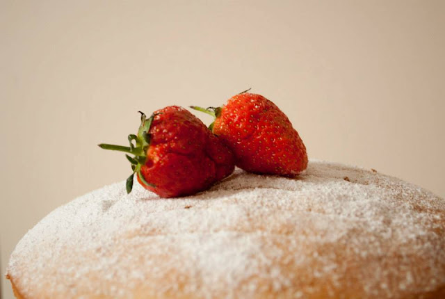 strawberries, cream, cake, recipe, blog, blogger, uk, lifestyle, mascapne, food