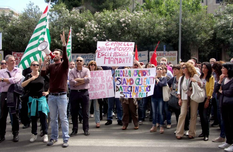 Forestali, dipendenti Esa e formazione: lavoratori protestano a Palazzo d'Orleans$