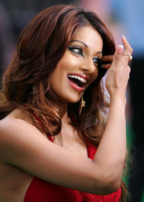 Gorgeous Bipasha Basu HQ Wallpaper