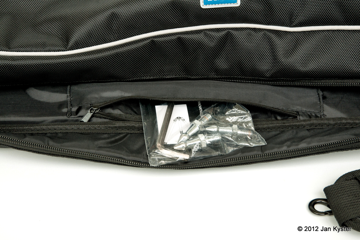 Benro C3770T carrying bag pocket