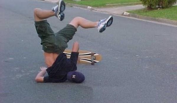 Caida con skate de cabeza