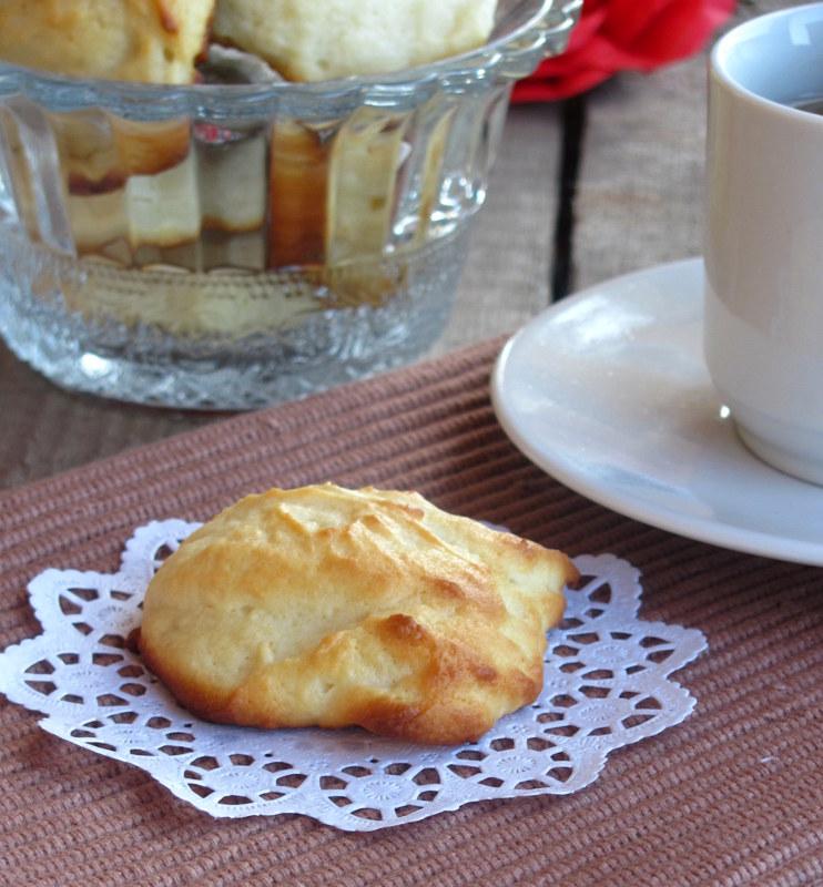 Лимонное печенье с рикоттой и лимонной глазурью.