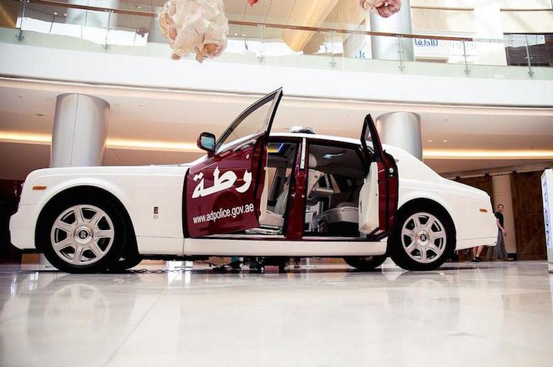 アブダビ警察が「ロールスロイス」のパトカーを採用!