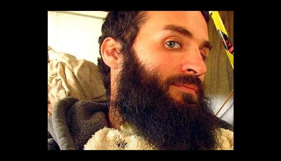Un joven cr�a a un pato debajo de su barba (FOTOS) - Aficionado news