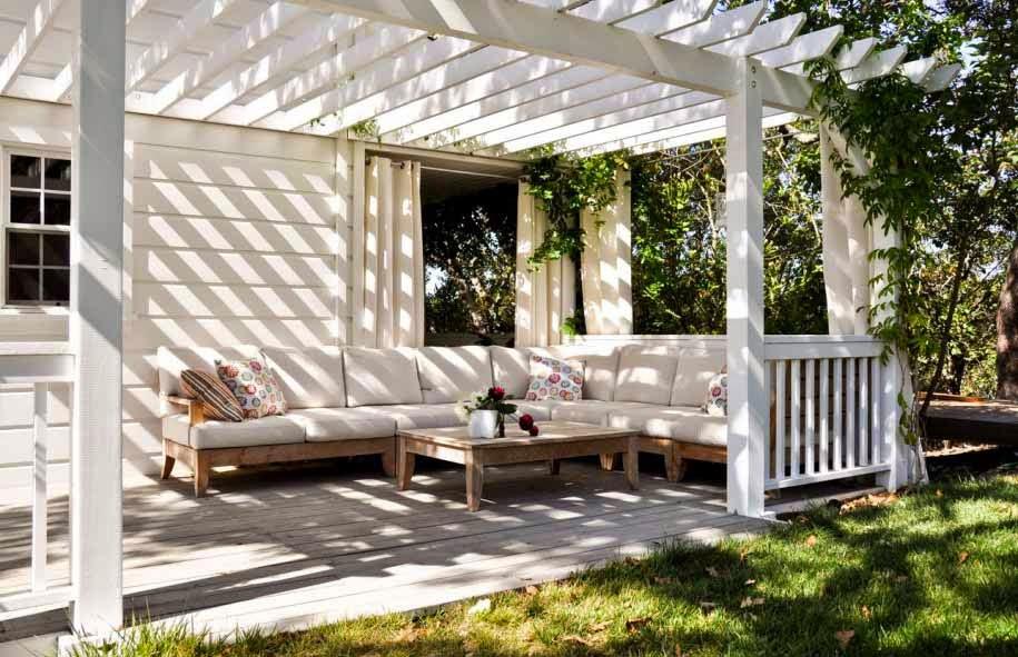 desain ruang tamu diluar rumah modern nuansa putih
