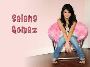 Selena Selena Gomez 7872710 1024 768