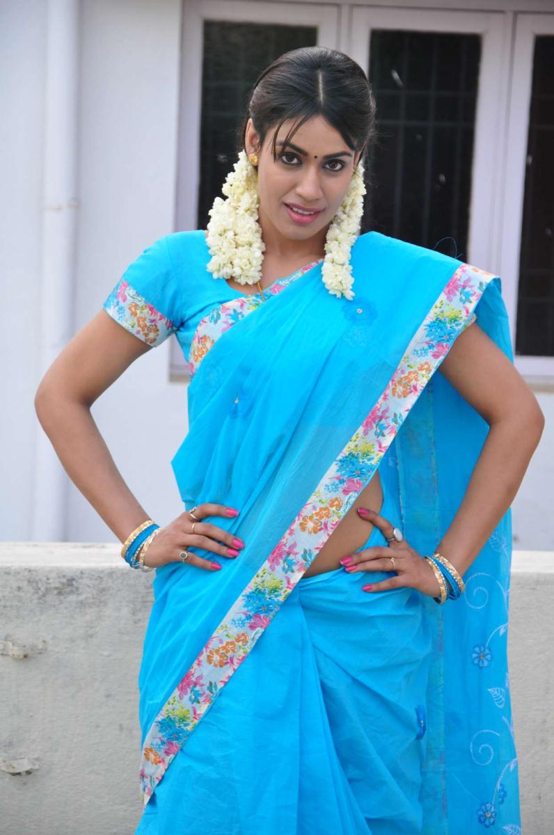 Kanishka Spicy Hot Navel Pics