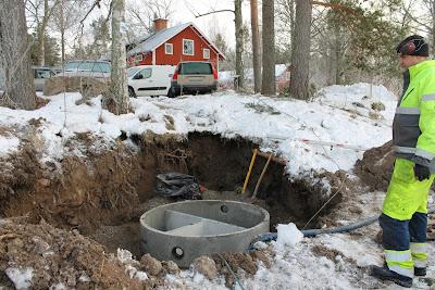 Grävning för trekammarbrunn
