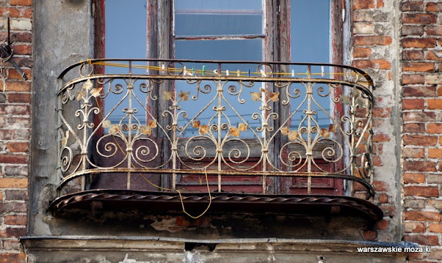 Warszawa kamienica Praga Północ zabytek cegła balkon