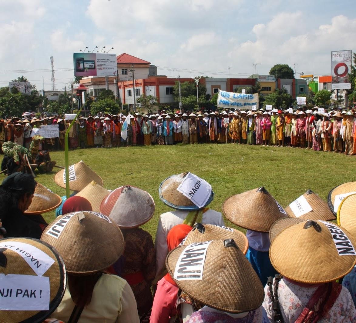Petani Pegunungan Kendeng Protes Rencan Pembangunan Pabrik Semen