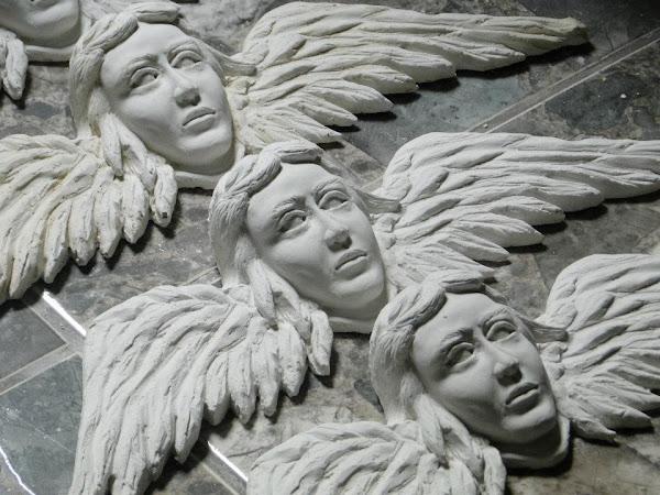 Anjos para a moldura da Via Sacra