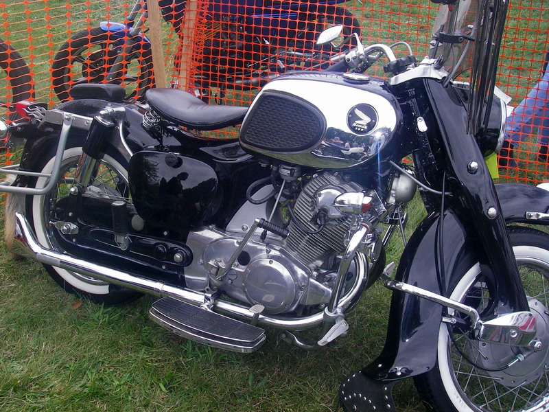 Honda 305 Dream, customized as a modern 'bobber'. Note the fishtail
