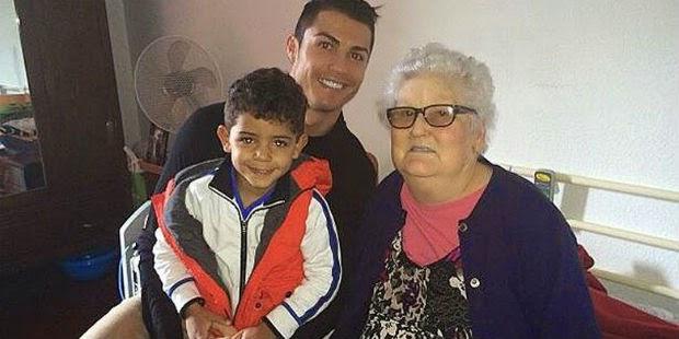 Berita Bola Terbaru - Cristiano Ronaldo bersama neneknya, Filomena Aveiro