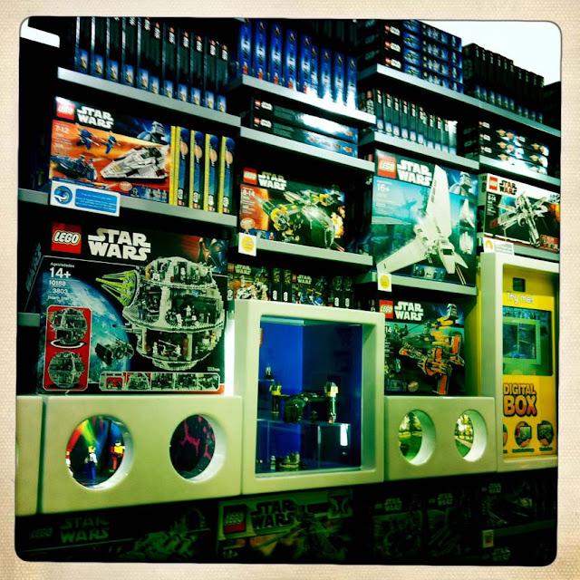 Green Pear Diaries - Lego tienda