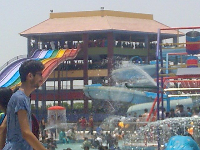 Fiesta Water Park Karachi Video http://pak-videos-photos.blogspot.com/2011_09_01_archive.html