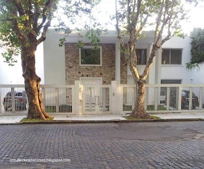 Casa de Arquitectura Moderna en un barrio urbano