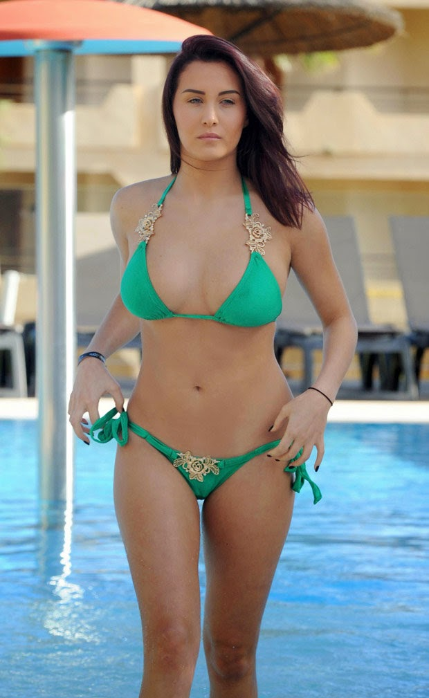 Chloe Goodman flaunts curves in green bikini photo 1