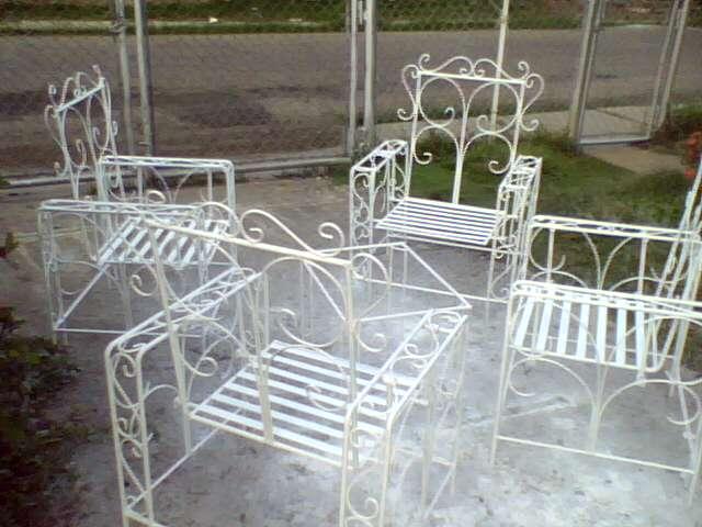 Ideas en hierro forjado juego de sillas columpios for Silla columpio