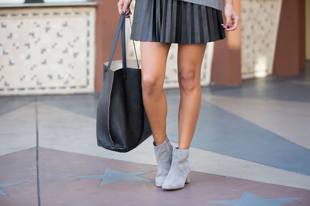 how to wear grey boots, pleated skirt, leather skirt outfit, how to wear a turtleneck