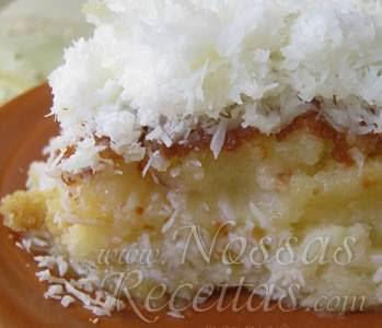 receita de bolo molhadinho com cobertura e recheio de doce de coco