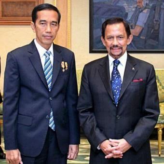 Foto Kancing Jas Jokowi Saat bersama Sultan Brunei Jadi Perbincangan di Medsos