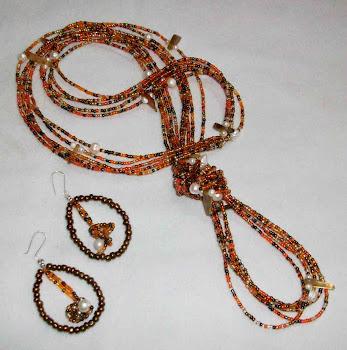Collar de mostacillas nacaradas, perlas de río y ágatas  Cod 2460  S/ 75.00 Nuevos Soles
