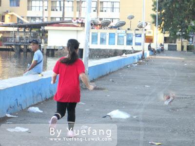 Chasing_pigeons_at_Losari beach