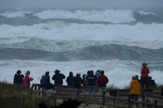 http://silentobserver68.blogspot.com/2012/10/hurricane-sandy-creating-big-great.html