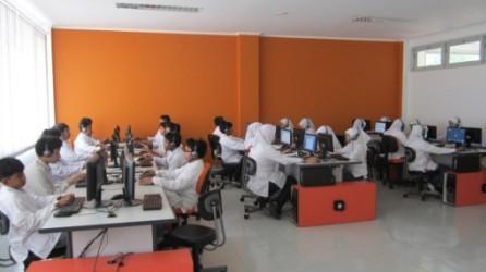 Lab Komputer Ponpes Al Hamidiyah