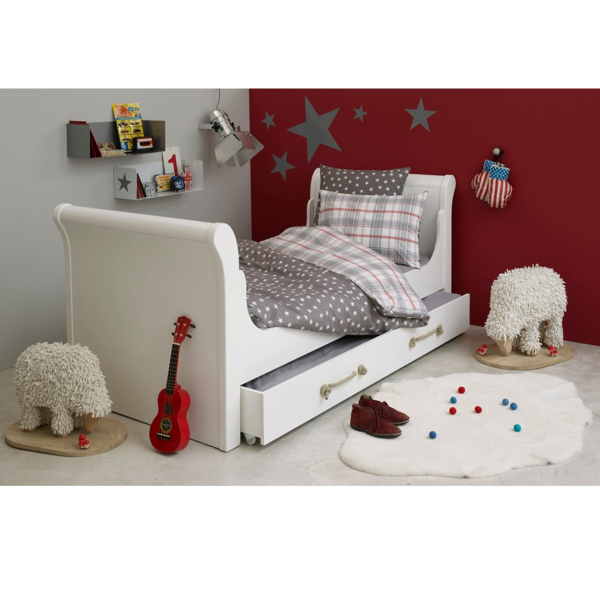 chambre enfant rouge et blanc ampm dekobook. Black Bedroom Furniture Sets. Home Design Ideas