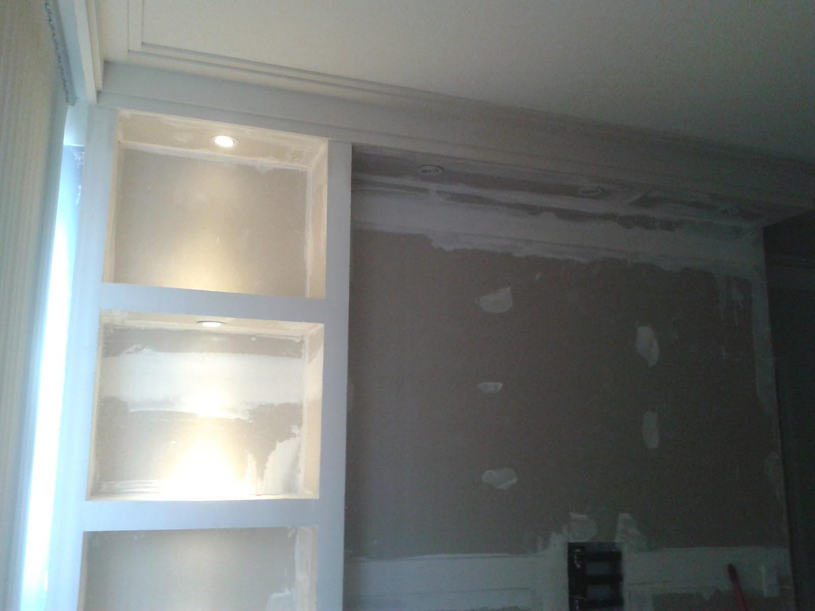 estante para embutir TV (parede falsa) com nichos e sanca fechada e  #536C78 1600x1200 Banheiro Com Gesso Acartonado