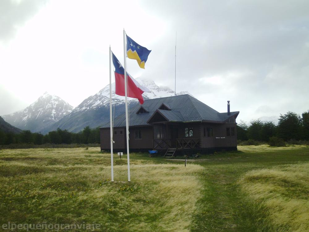 Parque Nacional Torres del Paine, Tramo Serón Dickson, refugio