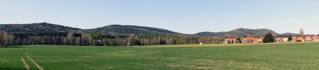 Panorama Zittauer Gebirge von Neuhartau aus