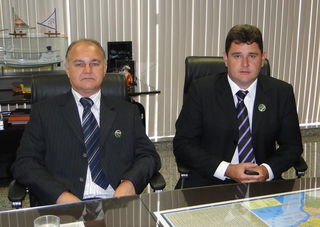 Prefeitos Arlei, de Teresópolis, e Amarildo Tostes, de Itambaracá/Paraná: troca de experiências e valorização do servidor municipal