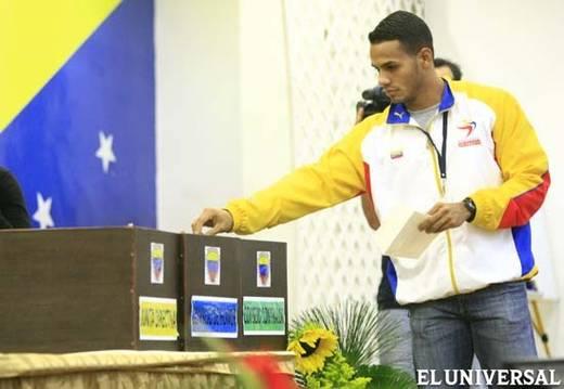 votando para elegir la Federación Venezolana de Atletismo