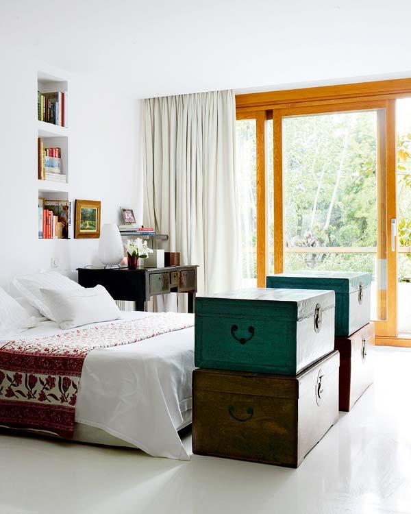 decorar con baules  antiguos en el dormitorio